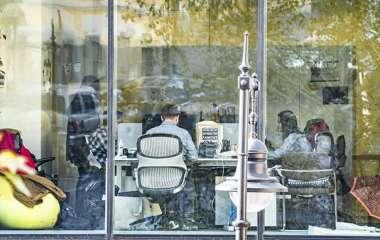 Иммунолог назвал длинную рабочую неделю причиной инсультов