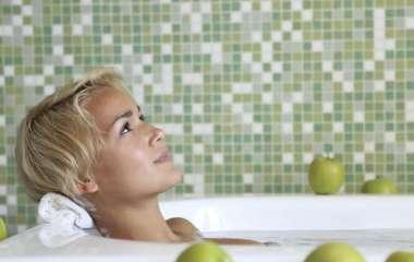 Какие проблемы со здоровьем можно решить, добавив стакан яблочного уксуса в ванну