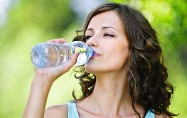 Диетолог объяснила, как правильно организовать питьевой режим