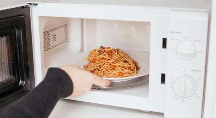 Диетолог назвала не подходящие для микроволновки продукты
