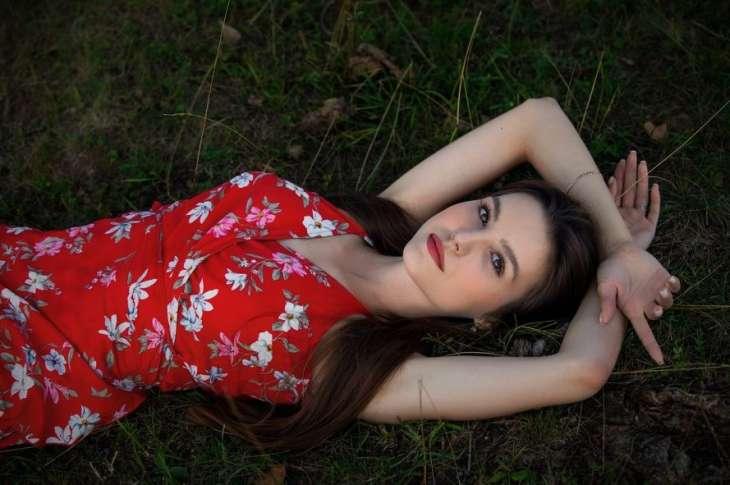 5 особенностей красивой женщины, из-за которых она одинока