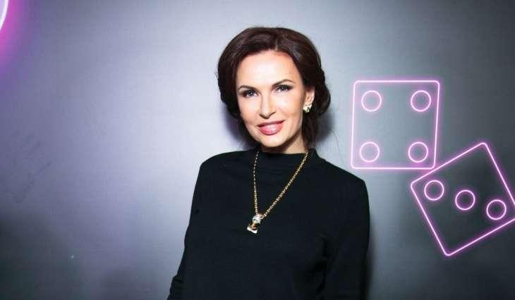 По стопам Волочковой: Эвелину Блёданс раскритиковали за полностью обнаженное фото из бани