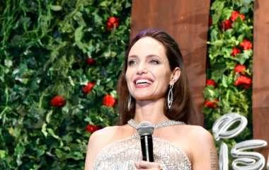 Анджелина Джоли удивила фанатов нестандартным нарядом