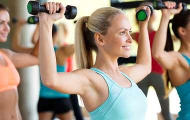 Чем групповые занятия фитнесом лучше индивидуальных?
