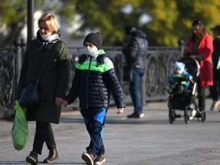 Ученые оценили риск заражения коронавирусом на улице