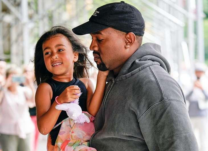 Маленькая звёздочка: дочь Канье Уэста и Ким Кардашьян станцевала на выступлении папы