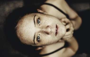6 особенностей поведения женщины, которая ужасно боится, что от нее уйдет муж