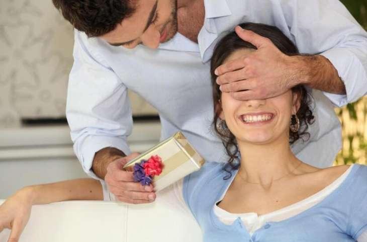 Как получать подарки от мужчин, не прося и не манипулируя