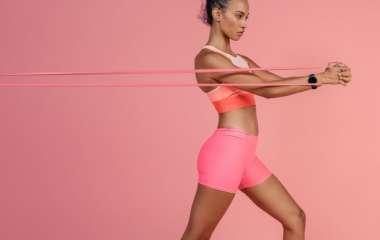 5 минут в день: упражнения с фитнес-резинкой на все группы мышц