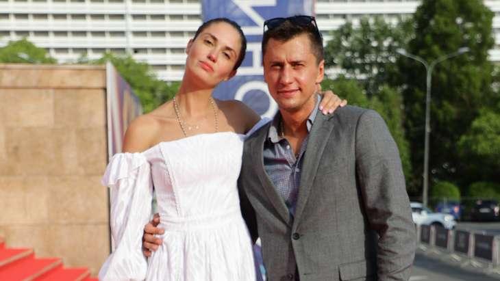 Агата Муцениеце и Павел Прилучный вместе появились на публике