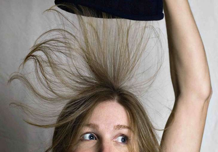 Как бороться с электризацией волос осенью