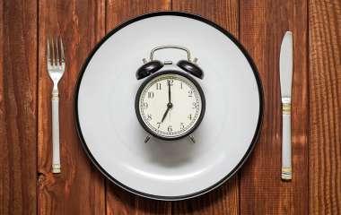 Названы пять вредных привычек, которые не дают похудеть