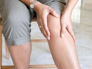 Симптомы повышенного холестерина: 3 ощущения в ногах, которые сигнализируют о проблеме