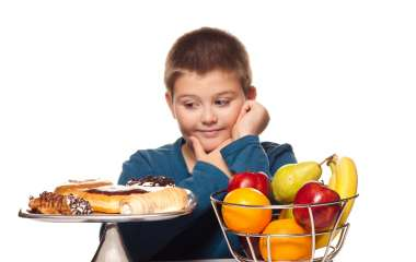 Как приучить ребенка правильно питаться?