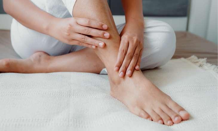 Отеки ног и рук в жару: основные причины и их устранение