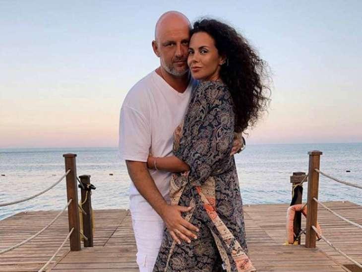 «Красивые и влюбленные»: Настю Каменских без макияжа сняли в обнимку с Потапом