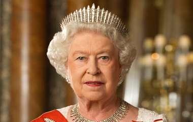 Елизавета II гордится принцем Уильямом, который пошел по стопам деда