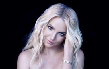 «Она разорвала Интернет»: Бритни Спирс снялась топлес