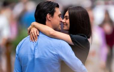 Мила Кунис была замечена за поцелуями не с Эштоном Катчером