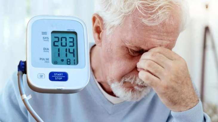 Опасные симптомы: названы семь возможных признаков гипертонического криза