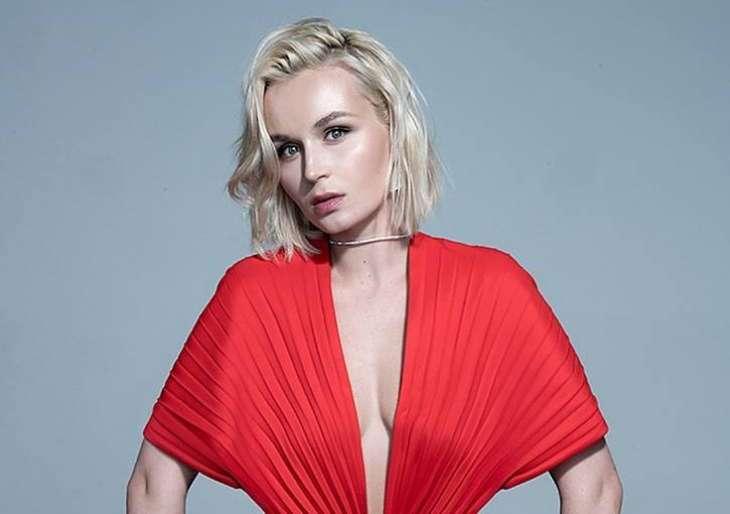 Полина Гагарина похвасталась фигурой в ультракоротких шортах