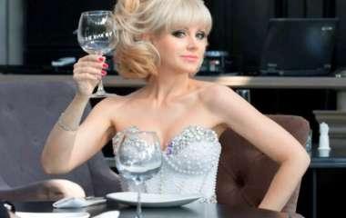 «Время словно остановилось»: певица Натали обнажила идеальную фигуру