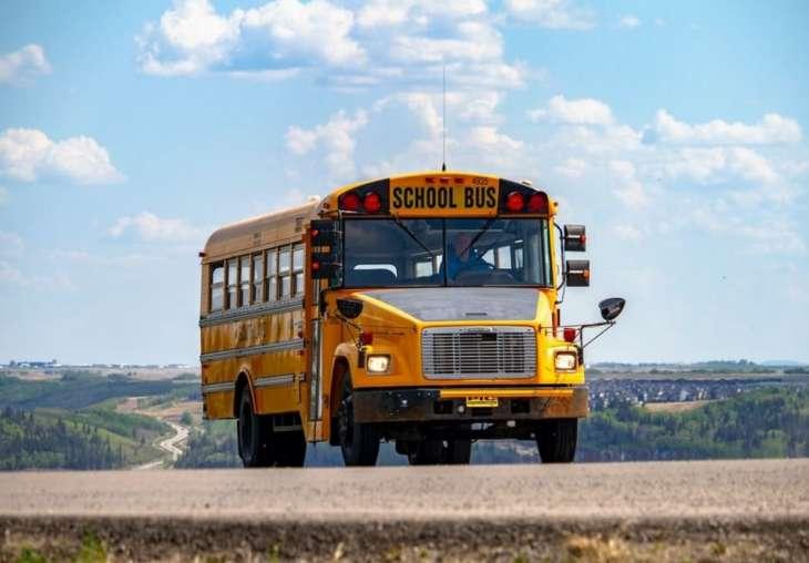 Дети не заражаются коронавирусом в школьных автобусах.