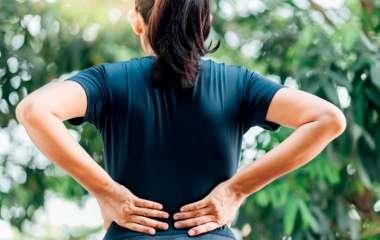 Боль в спине может быть предупреждающим признаком рака у человека