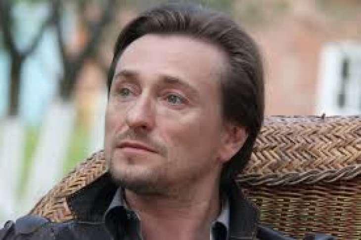 Сергей Безруков показал семейную идиллию