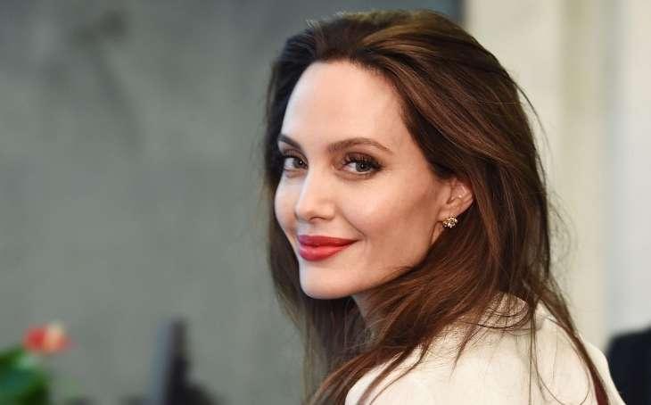 Анджелина Джоли устроила шопинг с дочерью Вивьен