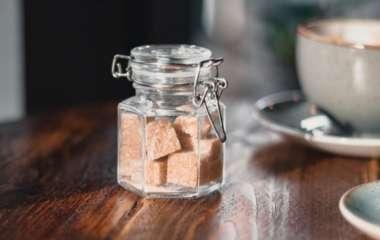 Сколько в день? Ученый советует не отказываться от сахара совсем