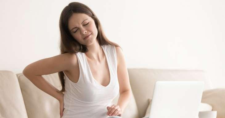 Как плохая осанка способствует сползанию лица и морщинам: что делать