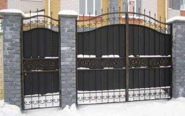 Современные распашные ворота из металла