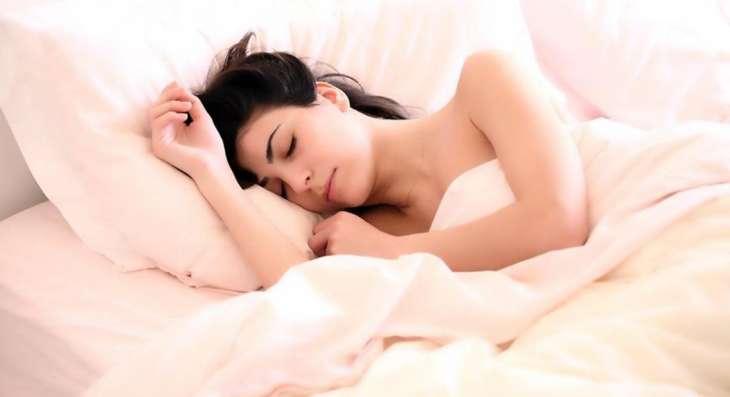 Врач объяснил связь между долгим дневным сном и инсультом