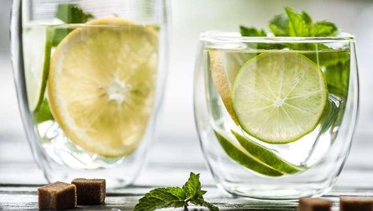Диетолог назвала спасающие от жары безвредные напитки