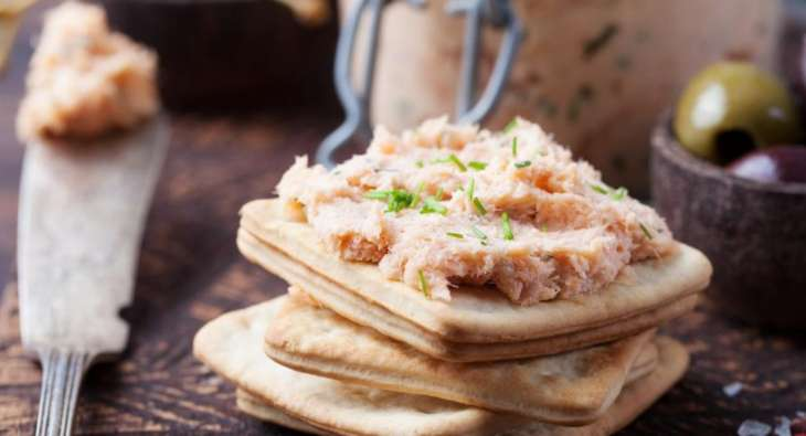 Диетолог назвала полезные заменители колбасы для бутерброда