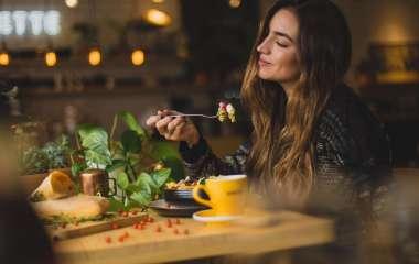 Как приучить себя меньше есть?