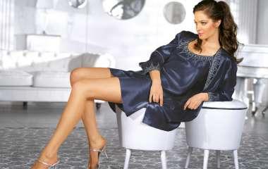 Женский шелковый халат позволит выглядеть соблазнительно даже дома
