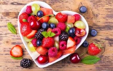 Рецепты приготовления салатов из сезонных ягод