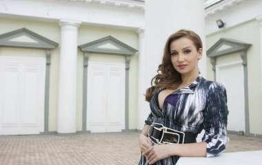 «Всю бы облизал»: соблазнительная Чехова сделала фанатам неприличное предложение