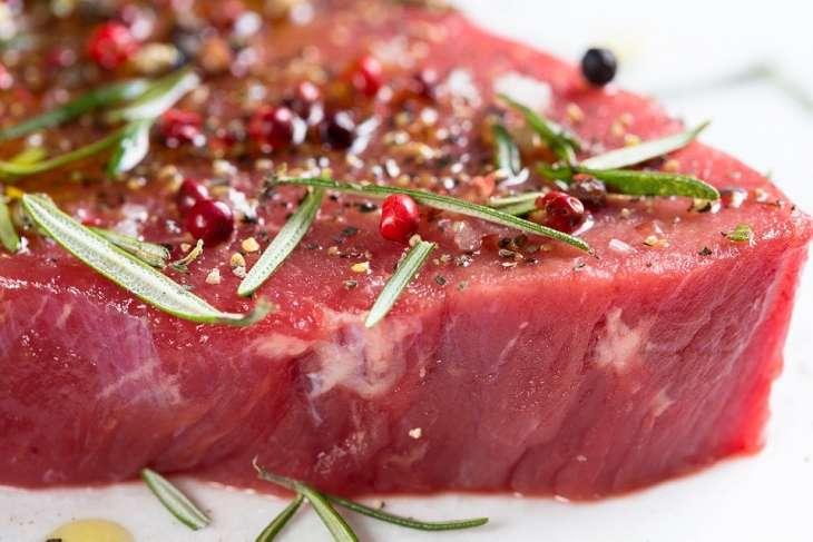 Диетолог рассказала об опасности мяса для здоровья человека