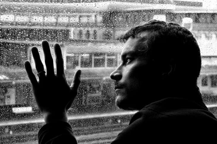 Врачи назвали первые признаки депрессии. Что делать и чего не делать?