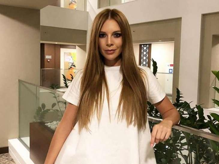Наталья Подольская сделала сексуальный рекламный снимок, показав трусики