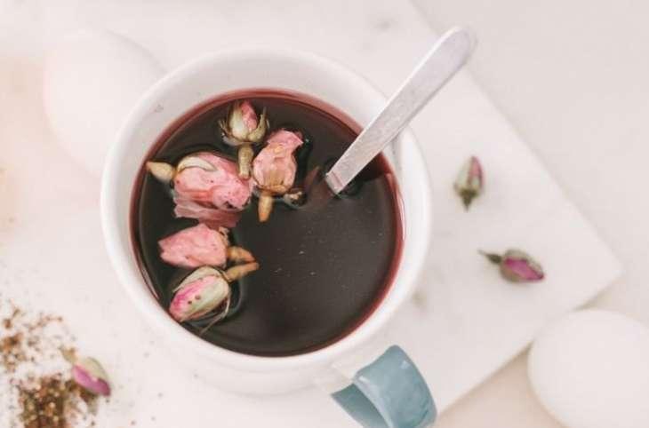 Врачи назвали пять причин пить чай из гибискуса каждый день в жару