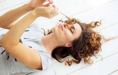 Как самостоятельно завить парик в домашних условиях
