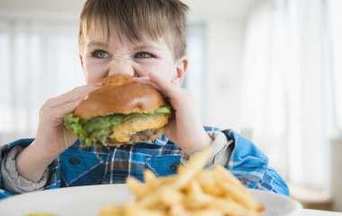 Вредные привычки из детства, которые вредят фигуре