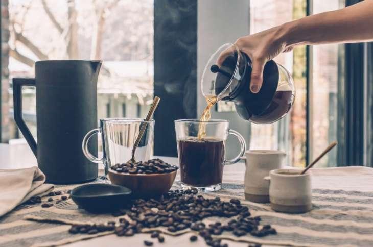 Бодрящий или пьянящий: как кофе влияет на организм