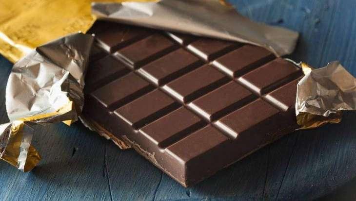 Врач объяснил появление сильного желания съесть шоколад