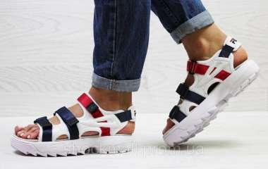 Массивные женские сандалии – с чем носить?