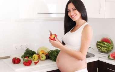 Как правильно питаться в период беременности